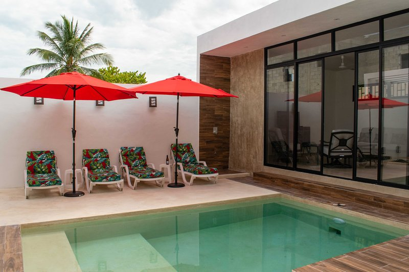 New   house + apartment  2 blocks from the beach, holiday rental in Sisal