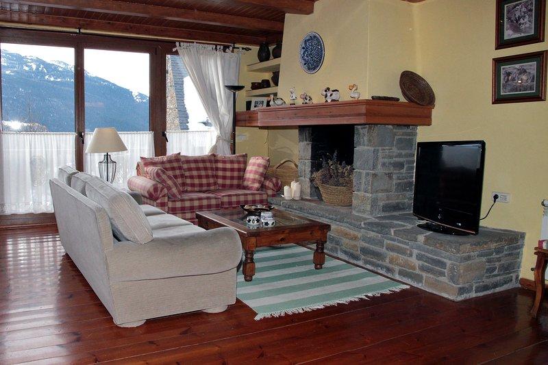 Bagergue casa aranesa junto a Salardu, holiday rental in Unha