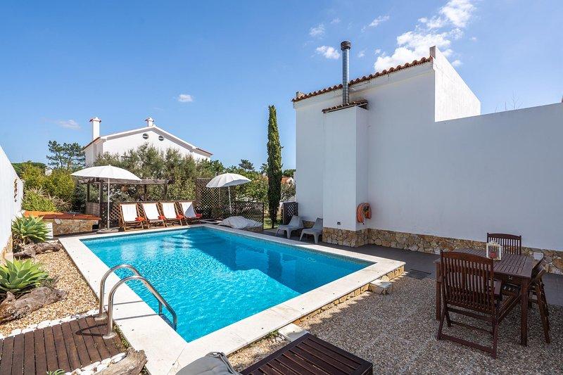 Ajania Villa, Sesimbra, Portugal, holiday rental in Sesimbra