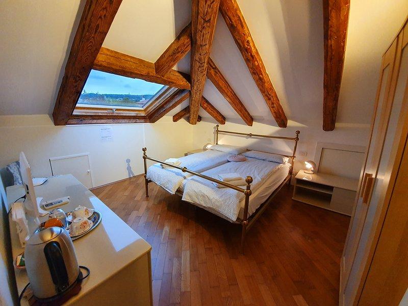 Villa Tullibec - camera matrimoniale in Villa, vacation rental in San Giuseppe della Chiusa