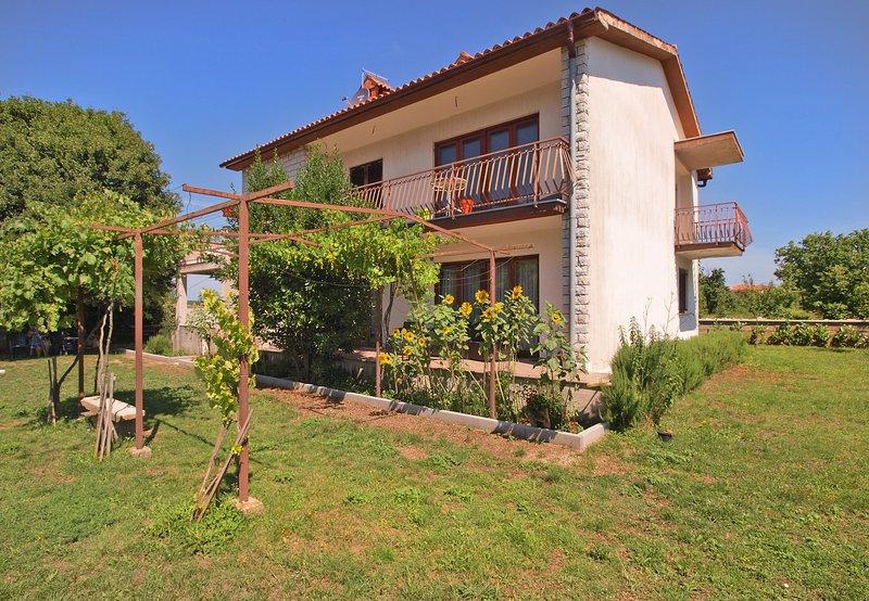 Apartment 17678, holiday rental in Rasa