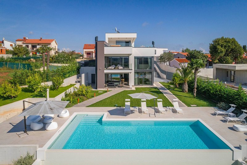 Premium Villa PS Deluxe with sea view Jacuzzi, holiday rental in Vintijan