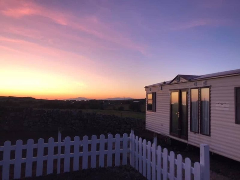 Unique Cottage Mobile Home, holiday rental in Dunkineely