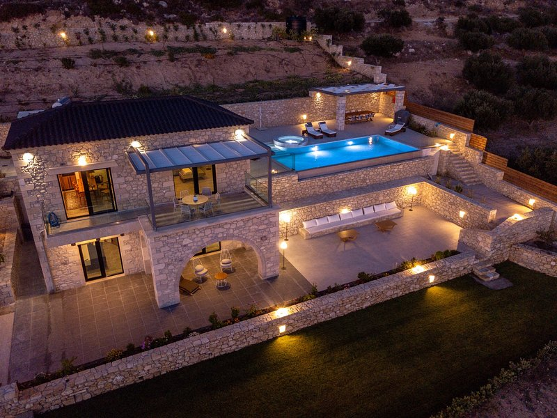Exceptional Villa 3, heated pool, indoor & outdoor jacuzzi,sauna, sea view, holiday rental in Falassarna