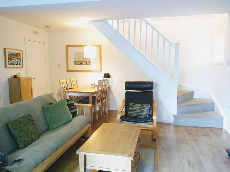 Hamilton Cottages Arran - Rosa Cottage with family games room, gardens, woodland, vacation rental in Kildonan