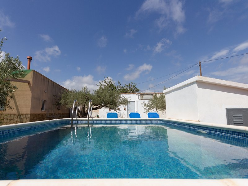 COUNTRY HOUSE WITH PRIVATE SWIMING-POOL, WIFI AND BBQ_ESTANY, casa vacanza a L'Ametlla de Mar