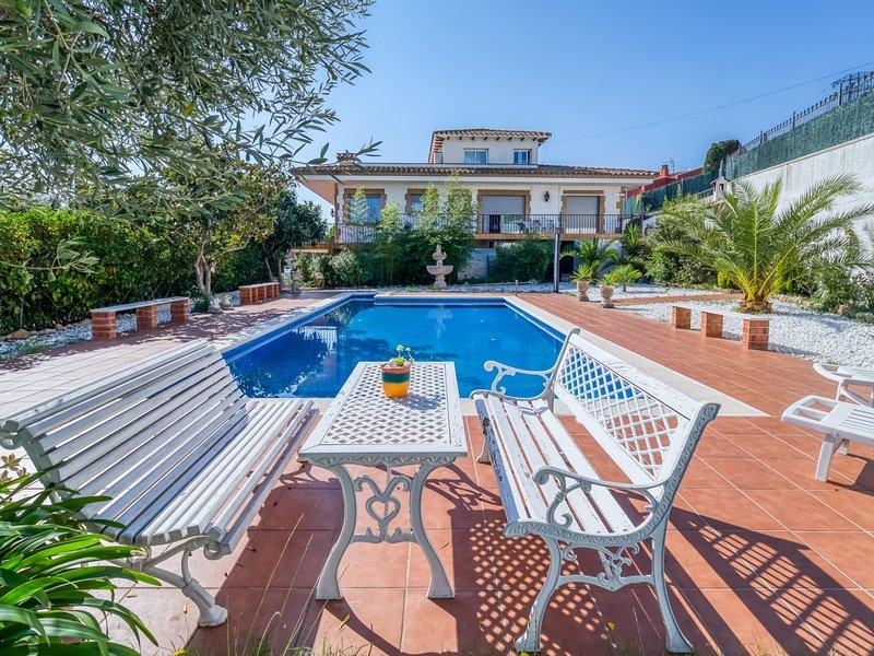 Apartment with pool & garden 3km from the beach, alquiler de vacaciones en Santa Cristina d'Aro