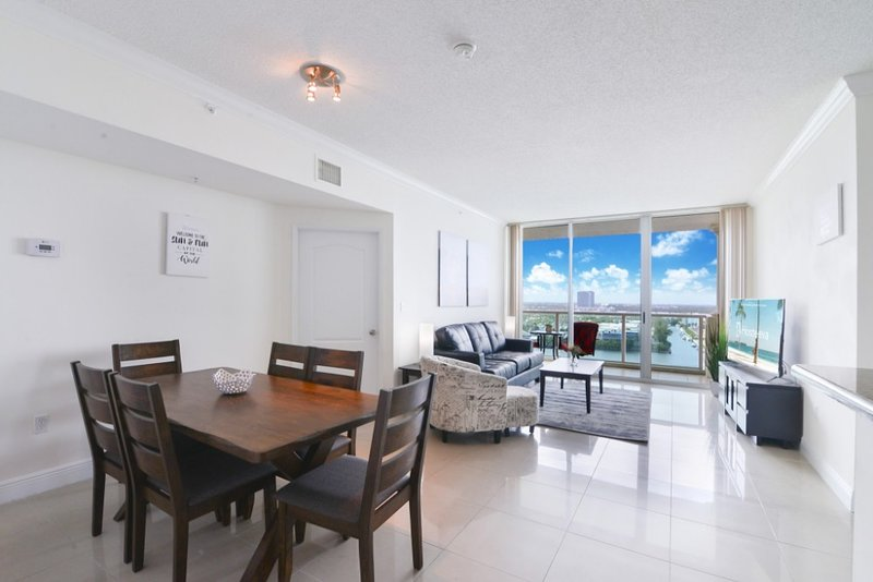 2BR Luxury Space Sunny Isles, holiday rental in North Miami Beach