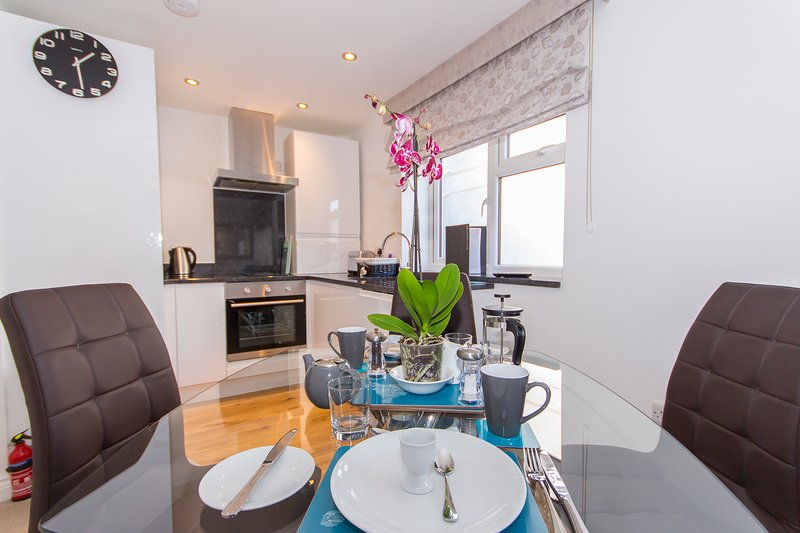 Drakes Den by Pureserviced, holiday rental in Torpoint