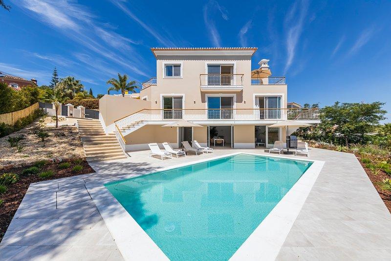 Luxury 4 bedroom villa in Encosta do Lago, Quinta do Lago short walk to lake, holiday rental in Quinta do Lago