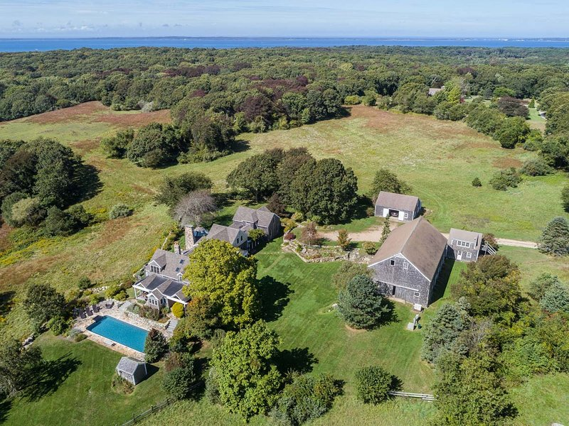 MERRY - Merry Farm Summer Estate, Heated Pool, Set on 28 Acres, Open Meadows, Pr, holiday rental in West Tisbury