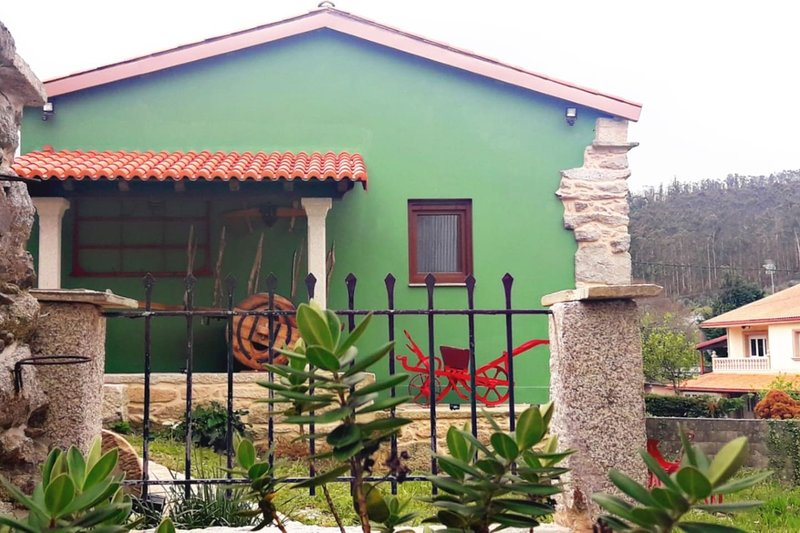 Nice house with garden & Wifi, holiday rental in Quintans