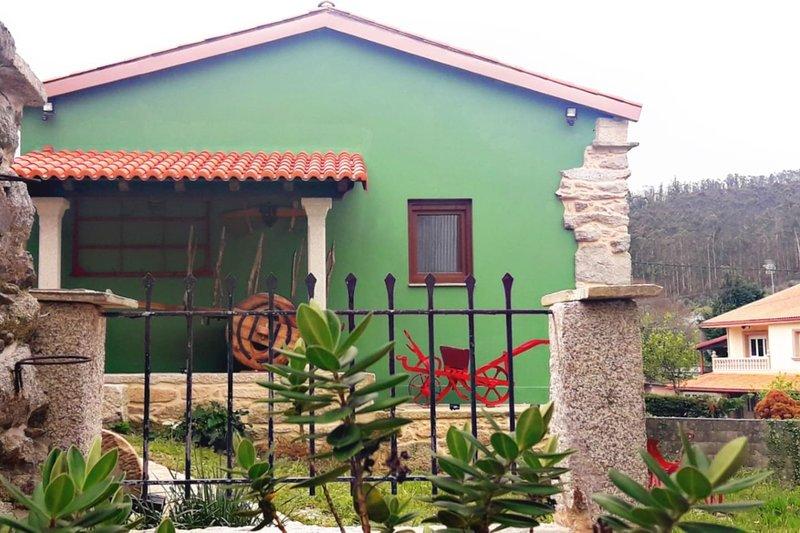 Nice house with garden & Wifi, casa vacanza a Quintans