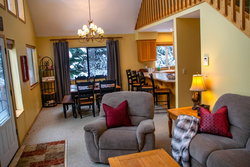 The Creekside Cabin at Snoqualmie Pass - Super Cozy!, holiday rental in Snoqualmie Pass