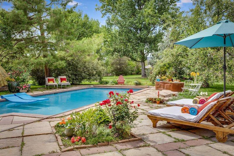 JADE - Kid-Friendly Premium Estate w/Pool,Hot Tub & Views, holiday rental in Hygiene