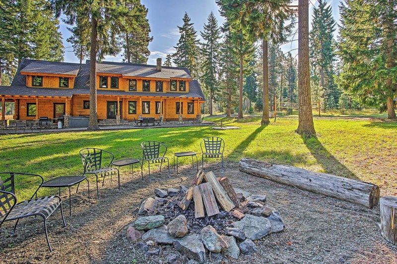 Luxury Lodge: Hot Tub, Snowmobiling & ATV Access!, alquiler vacacional en South Cle Elum