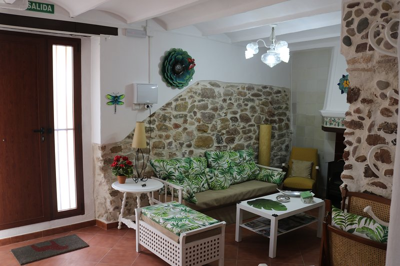 Spacious house near the beach, location de vacances à Naquera
