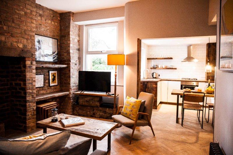 Super stylish apartment in cool neighbourhood, location de vacances à Wythenshawe