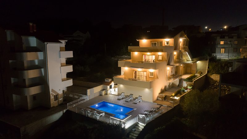 'VILLA 'SEDMO NEBO'by the sea-pool, bbq,sauna,play room, vacation rental in Marina