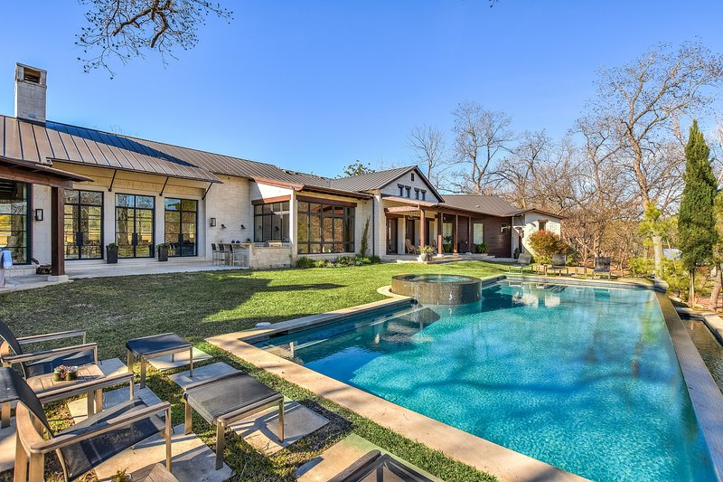 THE ABOVE SAPPHIRE ESTATE ON LAKE AUSTIN, holiday rental in West Lake Hills