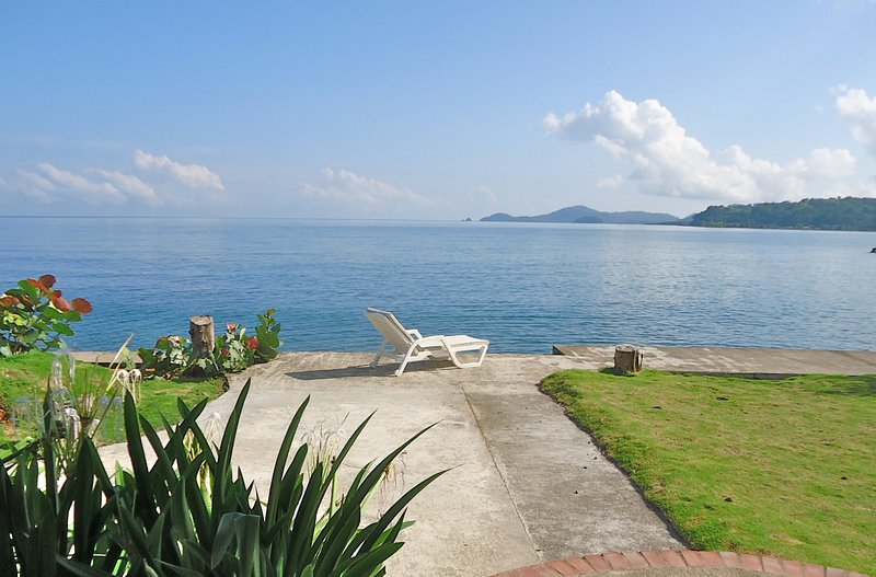 Blissful Caribbean Beachfront Villa, vacation rental in Colon