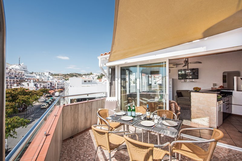 Perfect position in Old town, close to beach, alquiler de vacaciones en Faro District