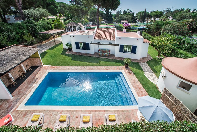 'Villa Frog' Charming portuguese villa w, vacation rental in Albufeira