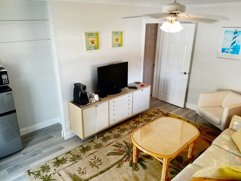 Awesome PRIVATE 2 Room Pool Home 5minutes to Beach, Baseball Stadium, PGA Golf, holiday rental in Palm Beach Gardens