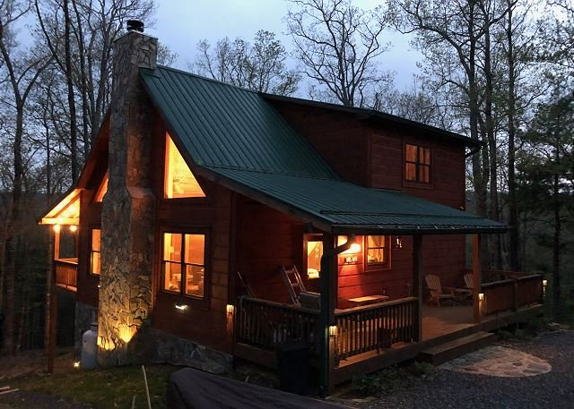 NOW BOOKING! Bearadise - Upscale Log Cabin w/ 3 Kings, Pool Table,  & WiFi!, holiday rental in West Jefferson