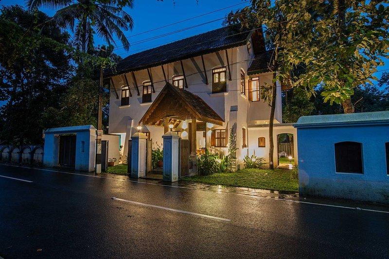 Shalom Villa by Vista Rooms, vacation rental in Alappuzha