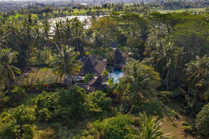Villa Crystal Castle luxury Ubud retreat villa, holiday rental in Bedulu