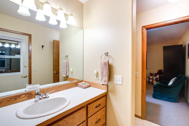 Flooring,Indoors,Room,Sink,Furniture
