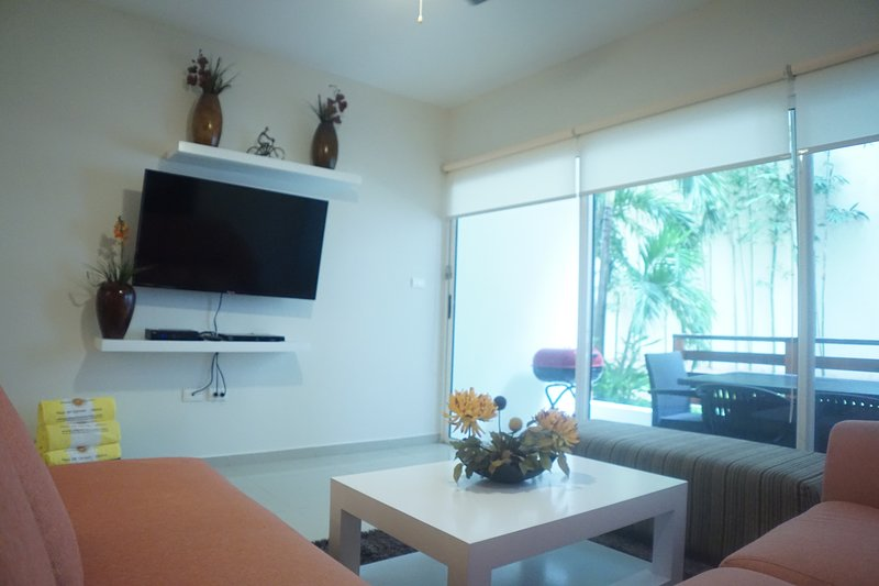 Indoors,Table,Furniture,Screen,Coffee Table