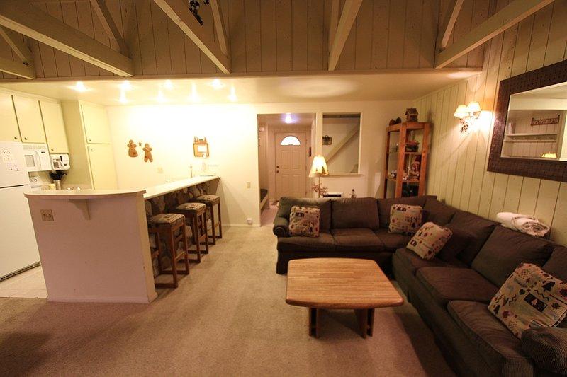 Pisos, Muebles, Sofá, Interior, Sala de estar