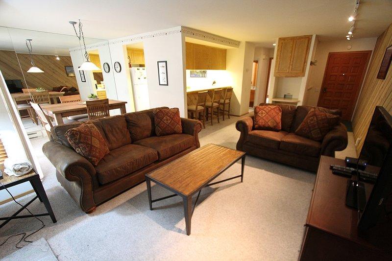 Muebles, Sofá, Mesa, Mesa de centro, Habitación