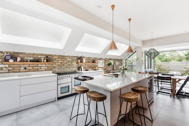 Long Stay Discounts - Stylish 5Bed House, Kensal, Ferienwohnung in Willesden