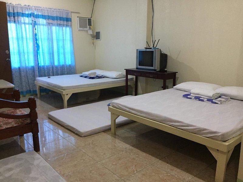 TenEleven Transient Big Room A, holiday rental in San Juan
