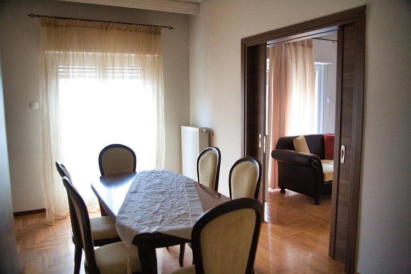 Luxury Double Bedroom Apartment in the City Center, aluguéis de temporada em Larissa