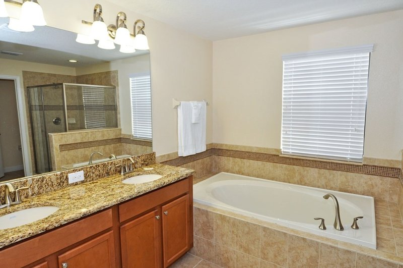 Indoors,Room,Home Decor,Tub,Bathtub