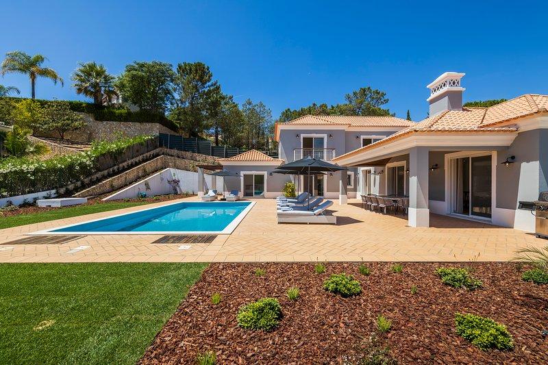 Luxury 5 bedroom villa in Encosta do Lago, Quinta do Lago short walk to lake, holiday rental in Quinta do Lago