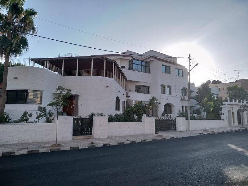 Luxury designed apartment in private villa, holiday rental in Amman Governorate