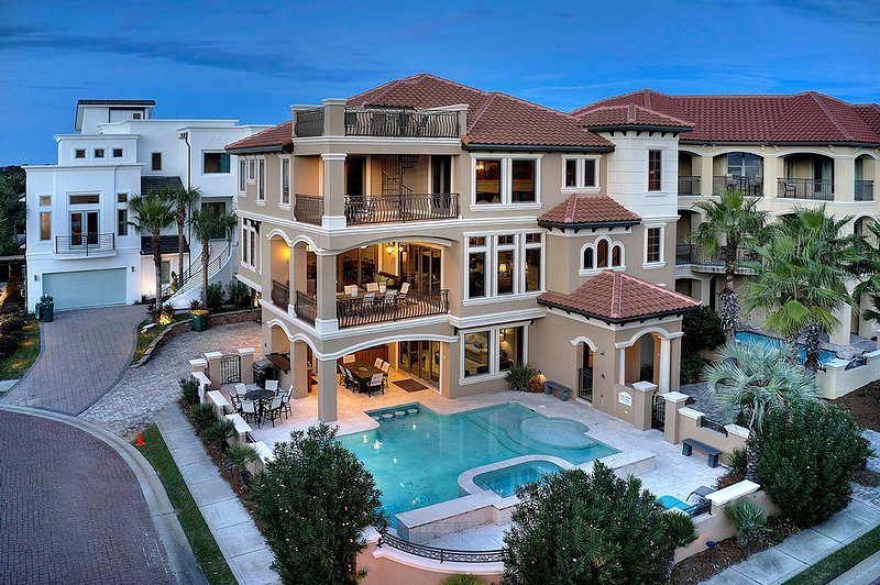 House,Building,Mansion,Hotel,Resort