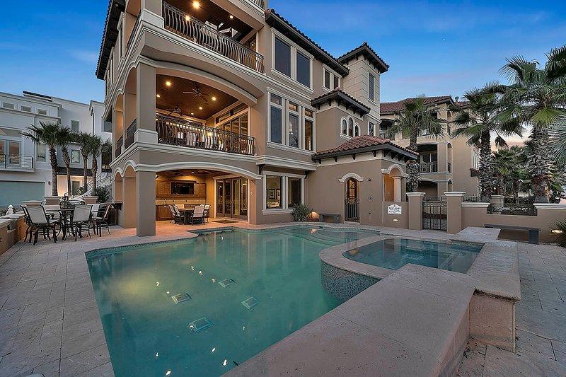 Pool,Water,Swimming Pool,Building,Hotel