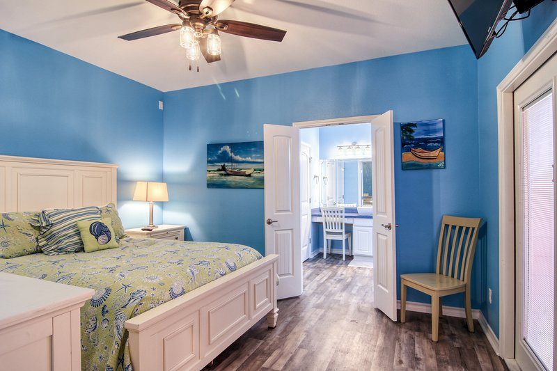 Ceiling Fan,Indoors,Bedroom,Room,Chair