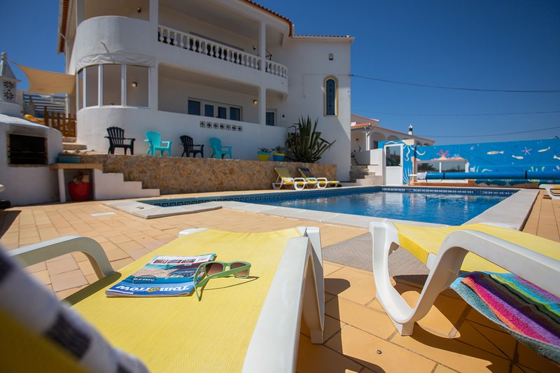 Villa with private swimming pool (airco optional), alquiler vacacional en Budens