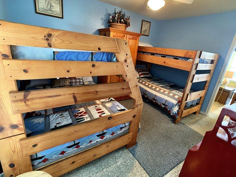 Furniture,Bed,Bunk Bed,Shelf,Crib