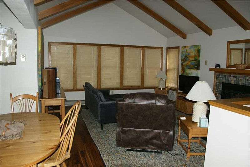 Furniture,Chair,Indoors,Living Room,Room
