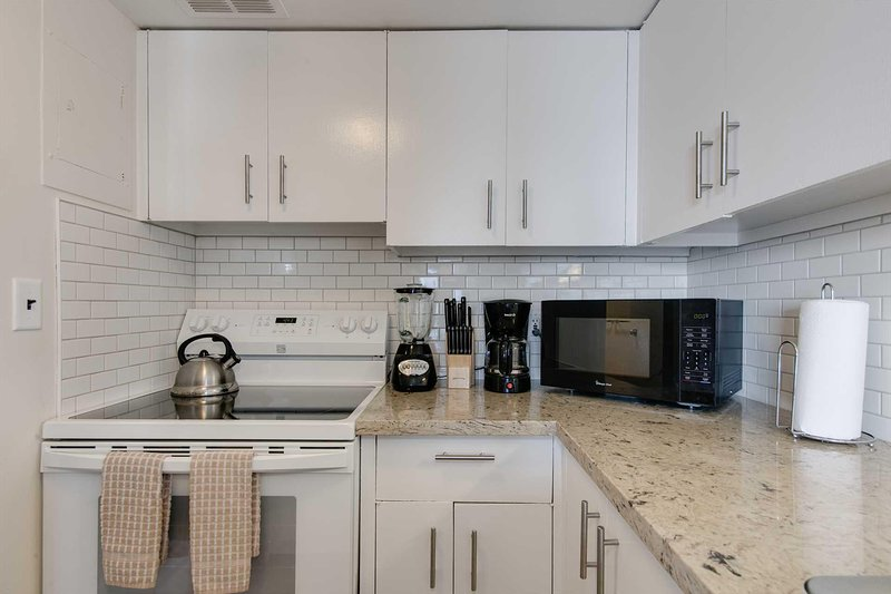 Room,Indoors,Oven,Kitchen,Microwave
