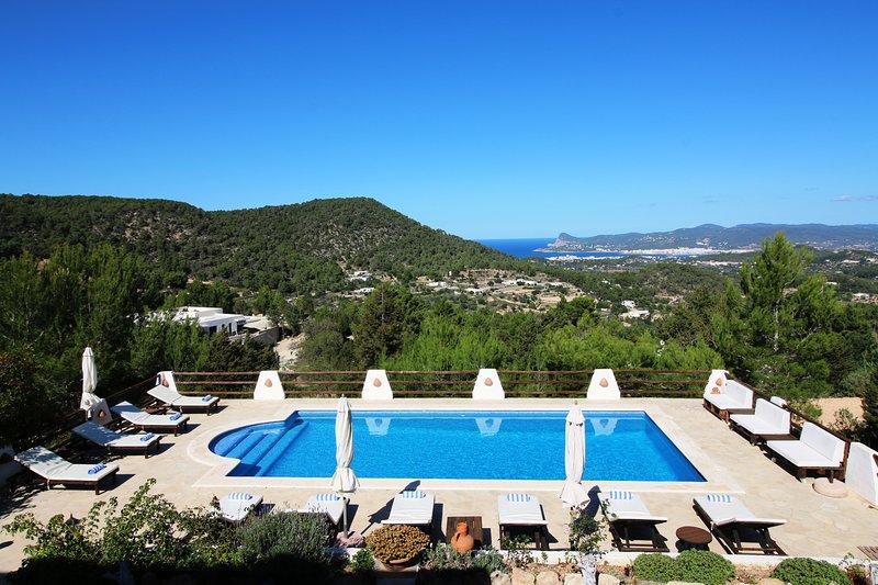 Can Olga | 4 Bedrooms | Stunning Views | Private Pool | Wifi | BBQ |, casa vacanza a Ibiza