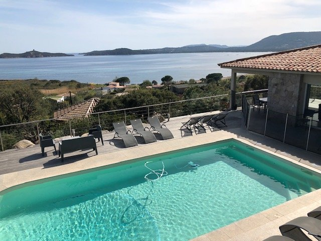 Amazing villa with swimming-pool, location de vacances à Pinarellu